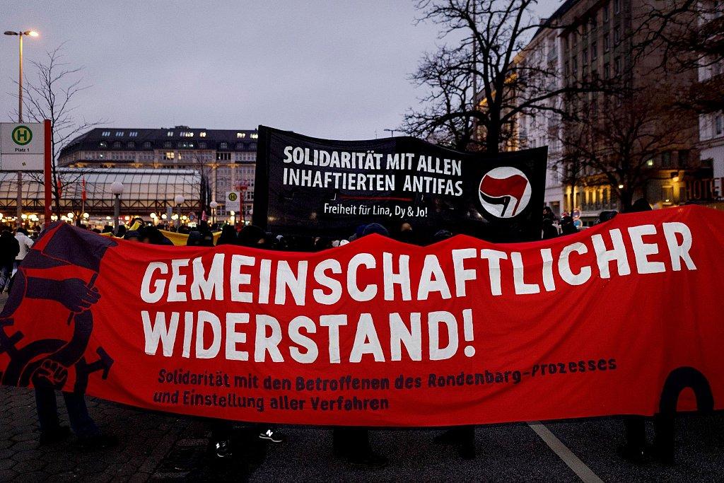 Bundesweite Solidarität mit den Angeklagten im Rondenbarg Prozess: 3000 auf Demonstration in Hamburg